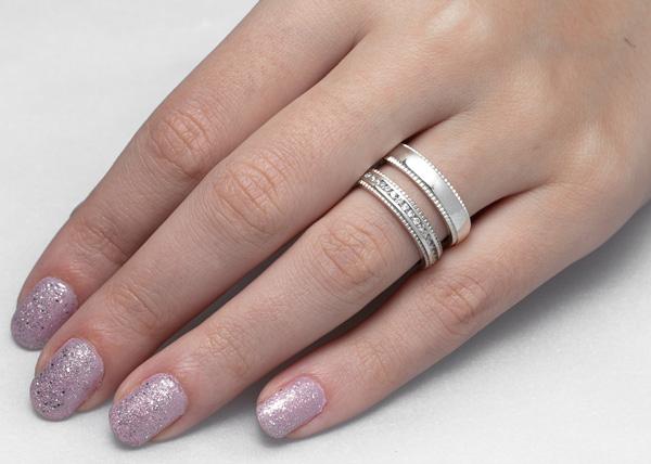 alianças finas de prata com pedras